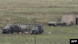 Сирийские солдаты занимают исходные позиции
