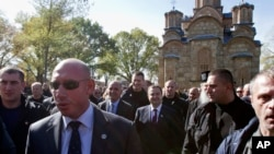 Dačić za vreme posete manastiru Gračanica