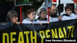 Протестующие требуют прекратить смертные казни в Иране. Акция в Брюсселе у посольства Ирана. 10 октября 2019
