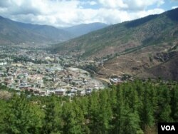 Bhutan's main cities, like Thimpu and Paro, are where many young people want to stay and work. (A. Pasricha/VOA)