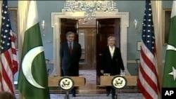 امریکی وزیر خارجہ ہلری کلنٹن اور انکے پاکستانی ہم نبصب شاہ محمود قریشی واشنگٹن میں پچھلے اسٹریٹیجک ڈائلاگ کے موقع پر۔