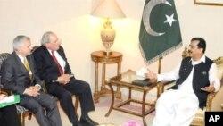 وزیر اعظم گیلانی کی امریکی اراکین سینیٹ سے ملاقات