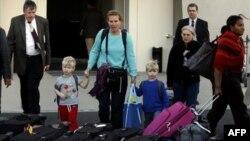 Các hành khách được di tản ra khỏi Ai Cập