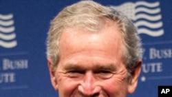 Cựu Tổng thống Hoa Kỳ George W. Bush nói chuyện tại Washington hôm 15/5/12