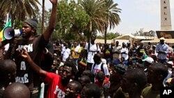 Des manifestants de Y'en a marre à Dakar, au Sénégal (AP)