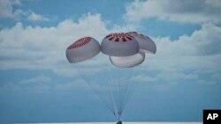 Parasit yang membawa Kapsul SpaceX berisi 4 awak sipil mendarat di Florida Samudra Atlantik, lepas pantai Florida, Sabtu (18/9).