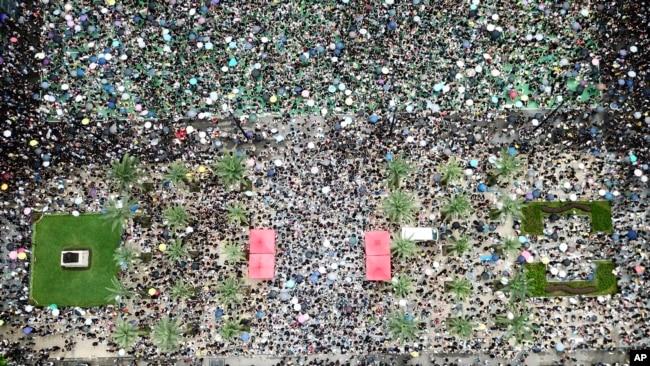 抗议者聚集在香港维多利亚公园。(2019年8月18日)