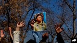 Pristalice bivšeg pakistanskog predsednika Perveta Mušarafa ispred sudnice u Islamabadu, 18. februar 2014.
