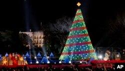 Este año se celebra la 92 ceremonia de iluminación anual del árbol de navidad a pocos pasos de la Casa Blanca.