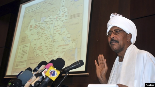 Sudan's Defense Minister Abdel Raheem Muhammad Hussein shows a map highlighting contested borderlands between Sudan and South Sudan during a news conference in Khartoum, Sudan, June 8, 2012.