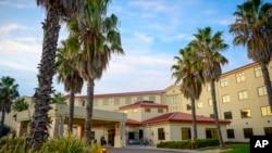 Amerikanci evakuisani zbog koronavirusa stavljeni su u dvonedeljni karantin u hotelu Vestvind In u vazduhoplovnoj bazi Trevis.