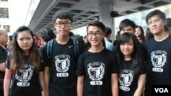 約20名香港大學法律學系學生參與黑衣靜默遊行,主要是響應大會捍衛香港司法獨立的理念 (美國之音湯惠芸拍攝)
