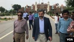 بھارت کے انڈس واٹر کمشنر اپنے وفد کے ہمراہ اجلاس میں شرکت کے لیے واہگہ بارڈر کے راستے پاکستان میں داخل ہو رہے ہیں۔