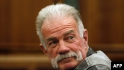 Kontroverzni sveštenik sa Floride Teri Džons u sudnici u Dirbornu, 21. aprila 2011.