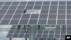 中國雲南省的太陽能板方陣