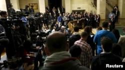 스테판 데 미스투라 유엔 특사가 29일 스위스 제네바에서 시리아 평화회담을 가진 후 기자들 앞에서 성명을 발표하고 있다.