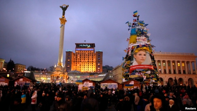 Ukrainian pro-European integration protesters attend a rally at Independence Square in Kiev, Dec.17, 2013.
