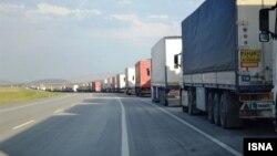 عکس آرشیوی از صف کامیون ها در انتظار عبور از مرز ایران و ترکیه