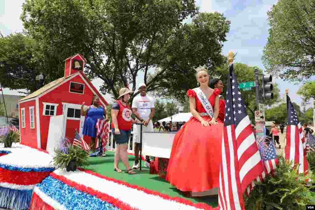 參加華盛頓獨立日慶祝遊行的花車。 (2019年7月4日)