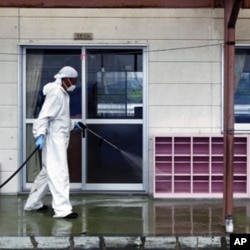 A worker decontaminates radiation from the exterior of Yasawa Kindergarten in Minami-Soma, about 12 miles (20 kilometers) away from the tsunami-crippled Fukushima Dai-ichi nuclear facility, in Fukushima prefecture, northeastern Japan (File Photo).