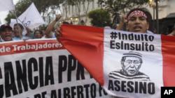 Kuczynski también liberó a Fujimori de un próximo juicio por el asesinato de otros seis peruanos ejecutados por el mismo grupo de militares asesinos durante su gobierno (1990-2000).