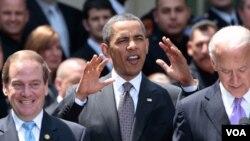 """Obama y el vice presidente Bidden, le agradecieron a los policías en general por """"cuidar EE.UU., ciudad por ciudad""""."""