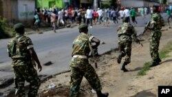 Des soldats dans Bujumbura, 18 mai 2015