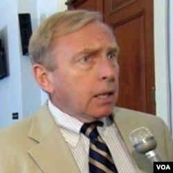 Clifford Bond daje intervju za Glas Amerike, Washington 26. 07. 2011.