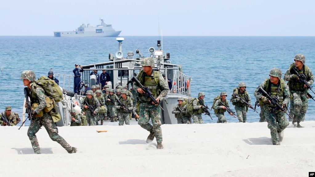 菲律宾与美国海军陆战队在菲律宾西北方向的南中国海举行为期两周的联合军演。(2018年5月9日)