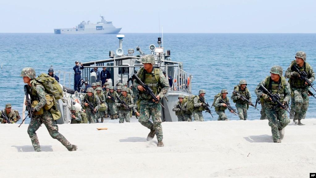 資料照美國與菲律賓海軍陸戰隊今年五月進行軍事訓練