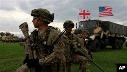 Совместные учения НАТО Noble Partner. Военная база Вазиани, 17 мая 2015.