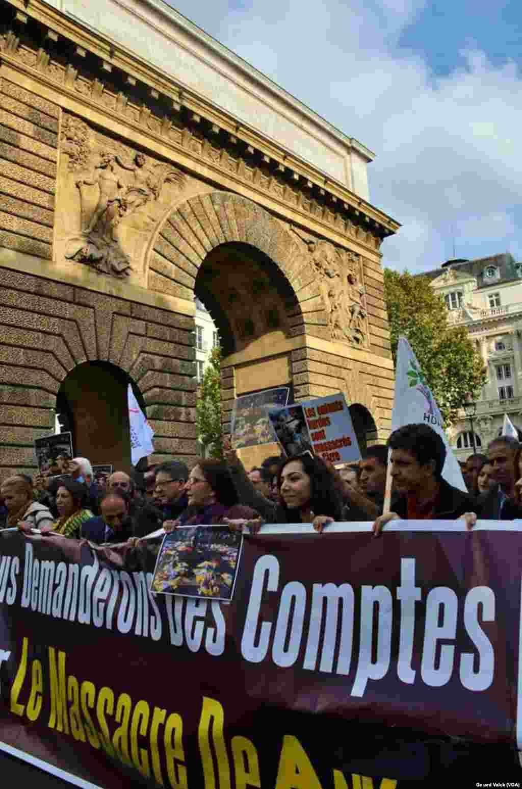 Paris rally Saturday protesting the bombing in Ankara Fotoğraflar: Gerard Valck