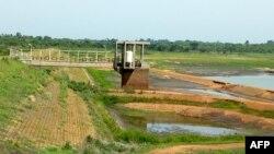 Le barrage Asseche de la Compagnie de Distribution d'Eau de Côte d'Ivoire (SODECI) Agoua-Yaokro près de Bouaké, 11 avril 2018.