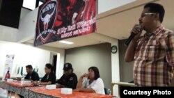 Junianto Budi Purnomo (berdiri) dalam pertemuan dengan pemilih. (Foto courtesy: JBP)