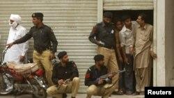لاہور:گڑھی شاہو کی احمدی عبادت گاہ پر حملے کے بعد سیکیورٹی کا منظر