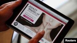 Sáng lập viên trang web Ashley Madison Noel Biderman giới thiệu trang dịch vụ trong một cuộc phỏng vấn tại Hồng Kông năm 2013.