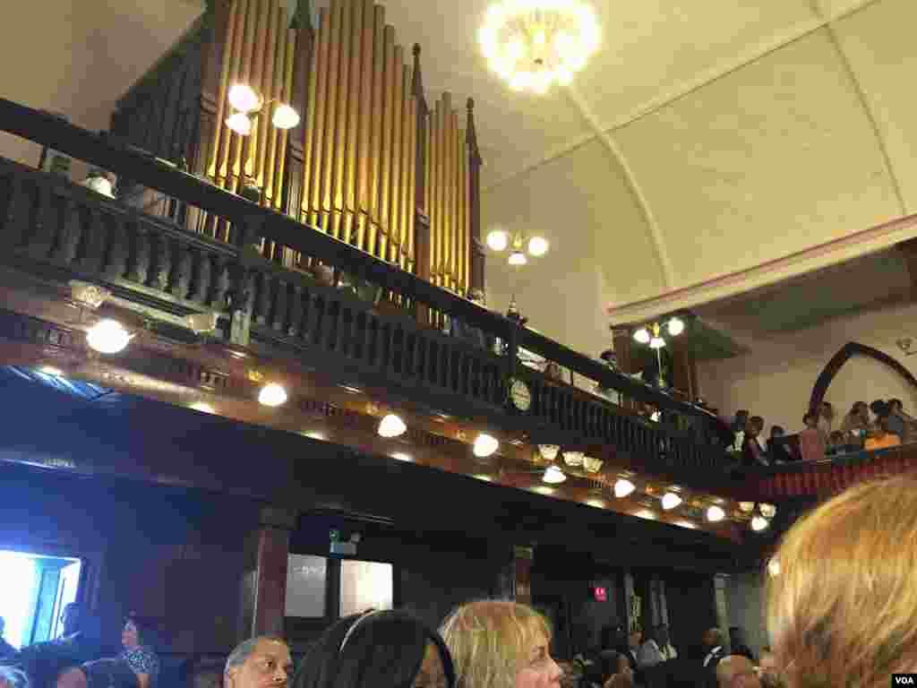 The organ at the Emanuel AME Church, Charleson, South Carolina, June 21, 2015. (Amanda Scott/VOA)