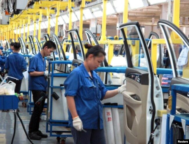 Công nhân làm việc tại một nhà máy ở tỉnh Quảng Tây, nơi được xem là điểm đến của nhiều lao động Việt.