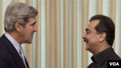 Američki Senator John Kerry na susretu sa premijerom Pakistana Yousuf Raza Gilanijem u Islamabadu