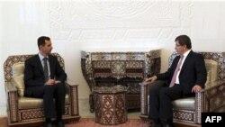 Turkiya Tashqi ishlar vaziri Ahmat Dovuto'g'li kecha Damashqda prezident Bashar al-Assad bilan ko'rishib, qon to'kilishini tugatishga undagan.