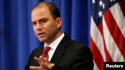 Wakil Penasehat Keamanan Nasional Gedung Putih, Ben Rhodes memberikan penjelasan kepada wartawan (foto: dok).