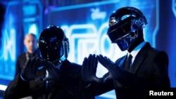 ARHIVA: Daft Punk na svetskoj premijeri filma TRON Naslijeđe u Californiji, 11. decembra 2010.
