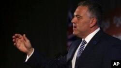 Menteri Keuangan Australia Joe Hockey memberikan pernyataan penutup pada media dalam jumpa pers pertemuan G20 di Sydney, Australia (23/2). (AP/Rob Griffith)