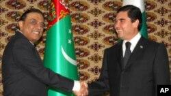 صدر زرداری اپنے ترکمنی ہم منصب کے ہمراہ