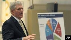 Republikanski kongresnik Daniel Webster govori o tekućem proračunu na skupu neki dan pred svojim biračima na Floridi