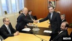 عباس عراقچی و یوکیاآمانو در مذاکرات اخیر مربوط به نظارت بر برنامه هسته ای ایران در وین