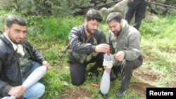 Free Syrian Army fighters prepare mortar shells prior to an offensive against forces loyal to Syria's President Bashar al-Assad, in Houla near Homs, March 13, 2013. (Shaam News Network)