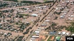 Gambar yang diambil dari udara pada tanggal 31 Desember 2010, menunjukkan kota Emerald, Queensland, Australia, terendam banjir dahsyat.