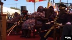 UNkosikazi Angeline Masuku lezinye iziphathamandla zikahulumende eWhite City Stadium koBulawayo.