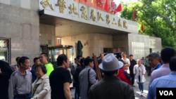 患者与家属讨说法,武警二院爆发冲突场面